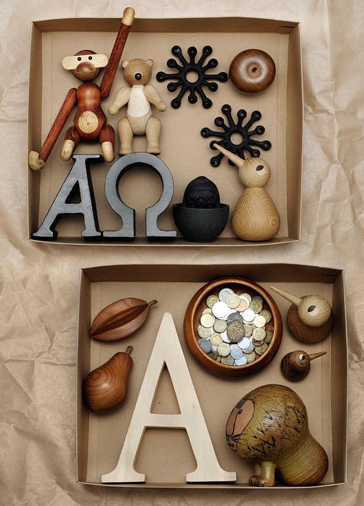 Detaljer i trä stilleben innehåll Kay Bojesen apa träfigurer Quistgaard